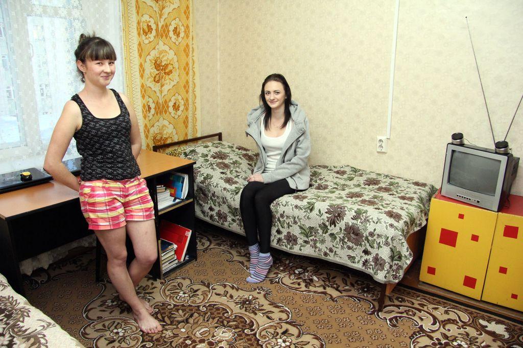 хорошо фото в общежитии девчата кровати без